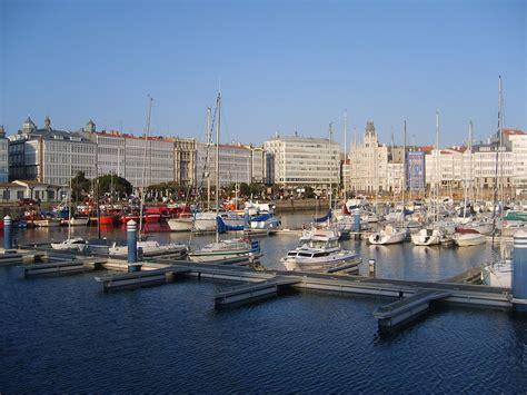 File:Port La Coruña.JPG   Wikimedia Commons