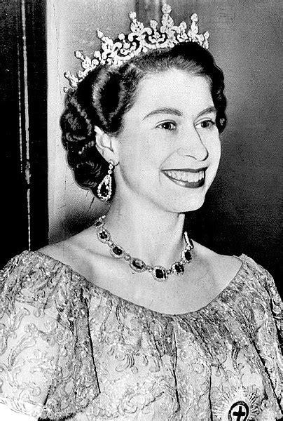 File:Queen Elizabeth II   1953 Dress.JPG   Wikipedia