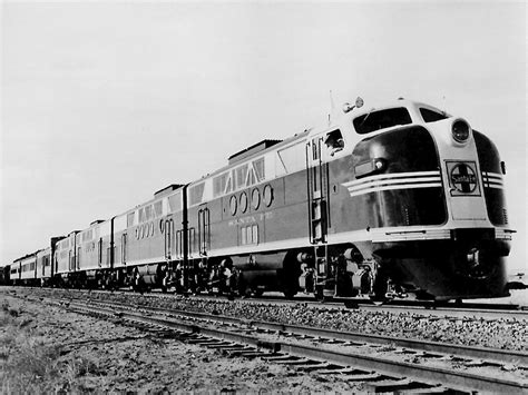 File:Santa Fe FT locomotive 1941.JPG   Wikimedia Commons