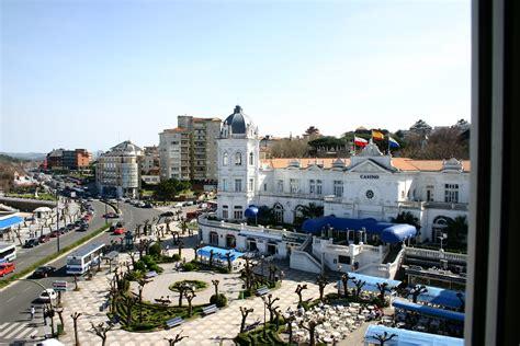 File:Santander.Plaza.de.Italia.2.jpg   Wikipedia