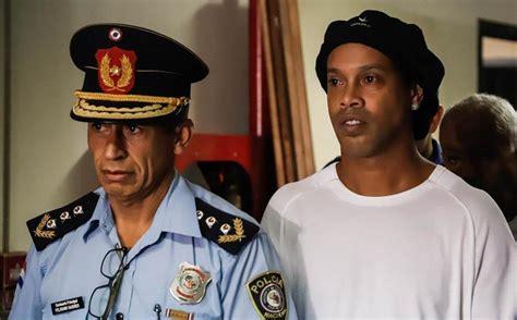 Filtran foto de Ronaldinho en la cárcel de Paraguay