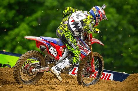 Find The Best Dirt Bike & Motocross Helmets [2019] – The ...