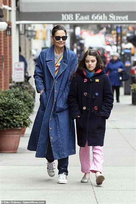 Flipboard: Katie Holmes enjoys girls  day with daughter ...