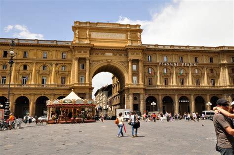 Florencia ~ El mirlo de papel
