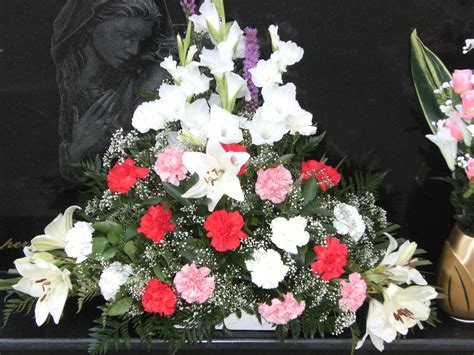 FLORISTERÍA MIS DETALLES: Arreglos florales para difuntos
