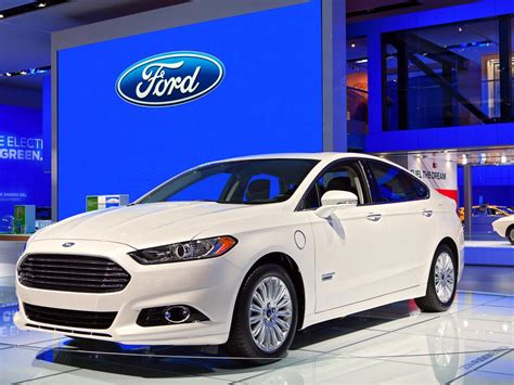 Ford vs. General Motors   Who s In The Driver Seat?   Ford ...