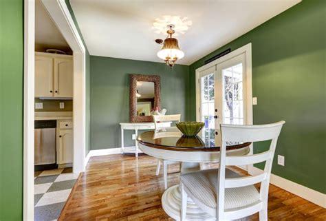 Foto: Casa con Paredes Pintadas en Color Verde Kale ...