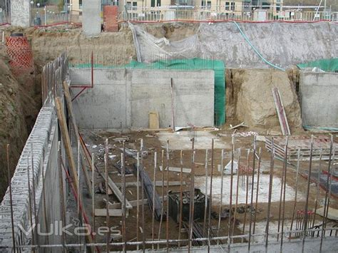 Foto: Cimentacion por bataches en edificio de viviendas