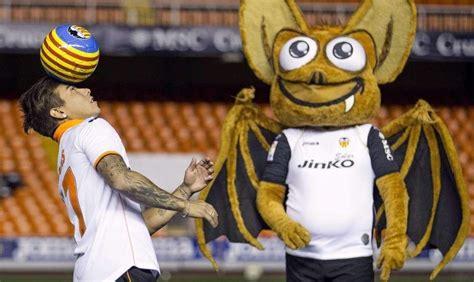 Foto: El murciélago, la mascota del Valencia | Fotos: Las ...