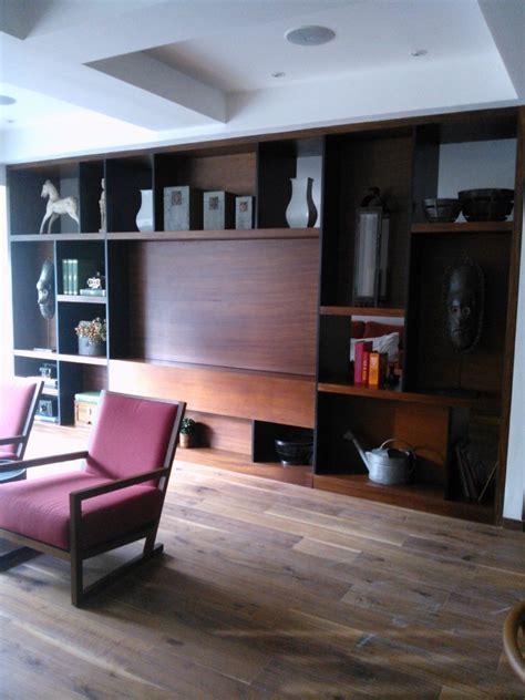Foto: Mueble Tv con Pantalla Giratoria en Madera de Parota ...