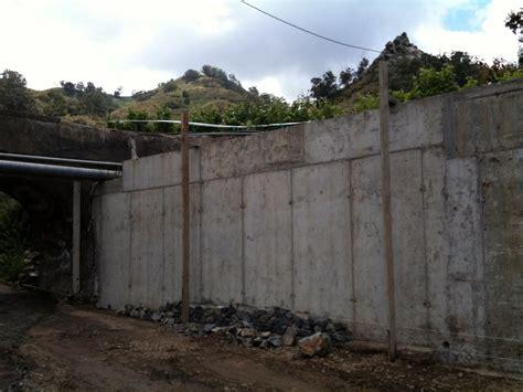 Foto: Muro de Contención de Hormigón Armado Recubierto con ...