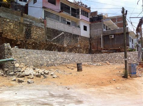 Foto: Muro de Contención de Piedra de Comercio Y ...