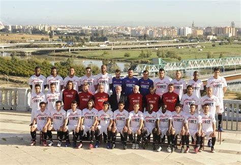 Foto oficial del Sevilla FC 2010/2011.   Blanco y Rojo es ...
