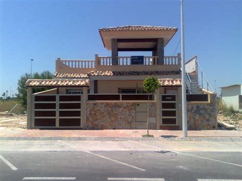 Foto: Puertas y Vallas Exteriores de Vivienda. de Tamevi ...