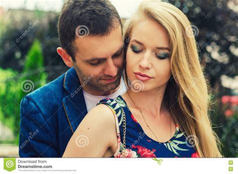 Foto Romantica Di Una Coppia Fotografia Stock   Immagine ...