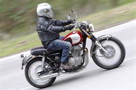 Fotos de 9 motos retro baratas para el A2   formulamoto.es