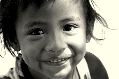 Fotos gratis : persona, en blanco y negro, niña ...