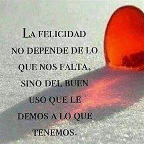 #FRASES – La felicidad no depende de lo que nos falta, sino…