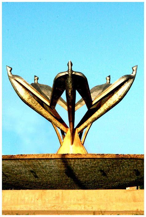 Fuente de los Pájaros en Barcelona; obra de Dimitrios Demu ...