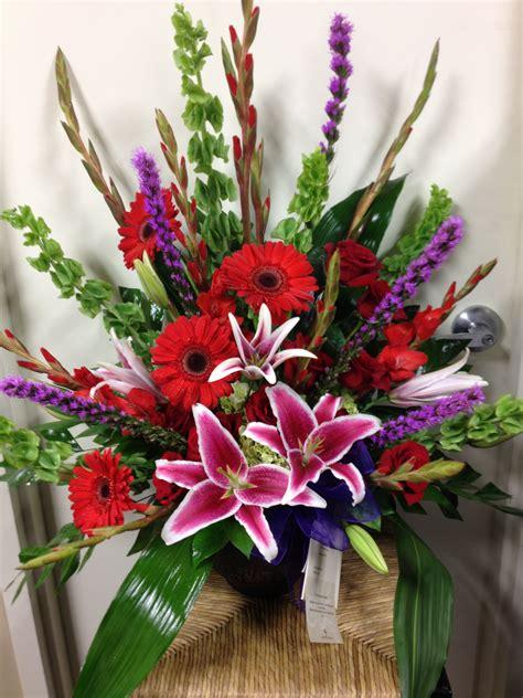 Funeral basket   Arranjos de flores, Flores, Arranjos