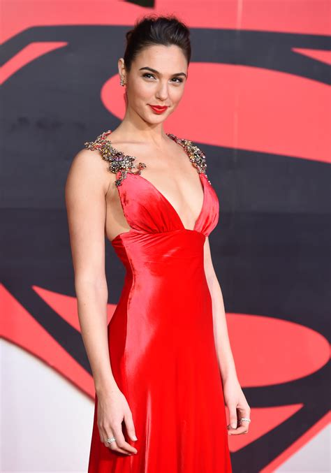 Gal Gadot Height, Age, Husband, Net Worth, Children, Daughter