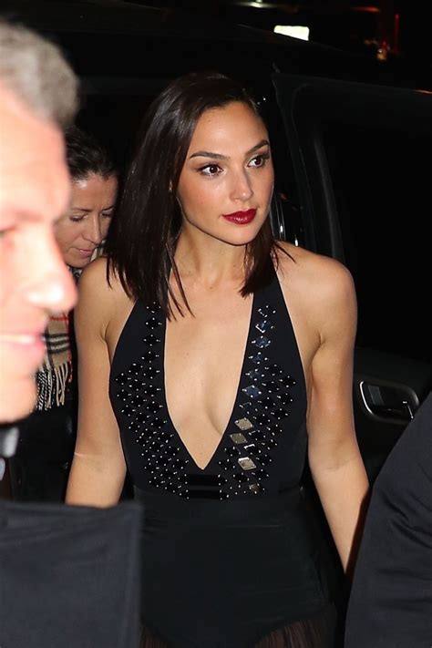 GAL GADOT Leaves Her Hotel in New York 01/24/2018   HawtCelebs