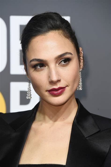 Gal Gadot s Mugler  gown  is actually wide legged pants ...