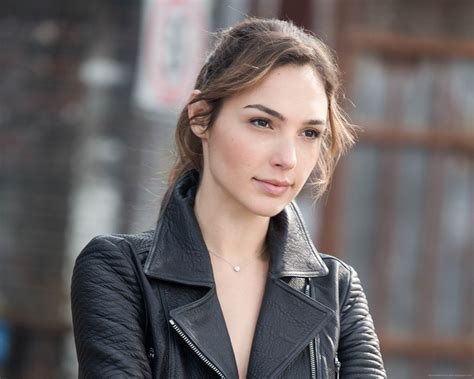 Gal Gadot Secures Her Next Role, Boards 'Criminal' | mxdwn ...