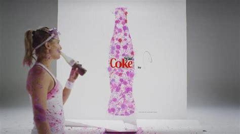 Genie Bouchard enche se de pinta s  para a Coca Cola