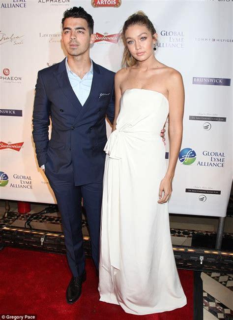 Gigi Hadid  dating  One Direction singer Zayn Malik