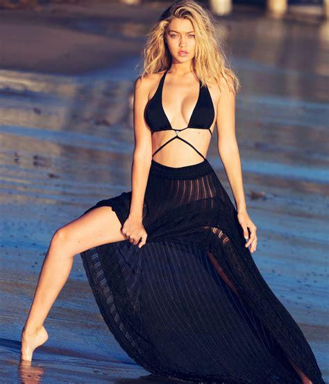 Gigi Hadid Looks & Style   photos