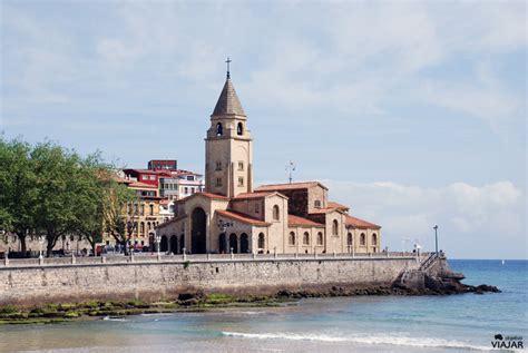 Gijón, una atractiva ciudad teñida de azul y verde ...