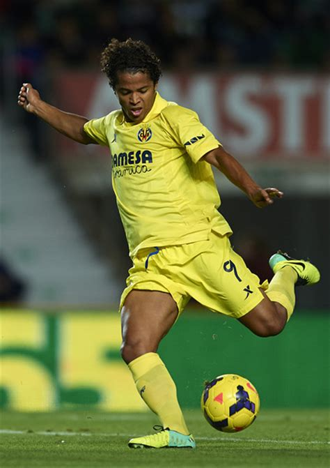 Giovani dos Santos competing against France in the world ...