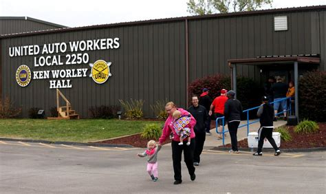 GM workers ratify contract, 40 day strike to end   News ...