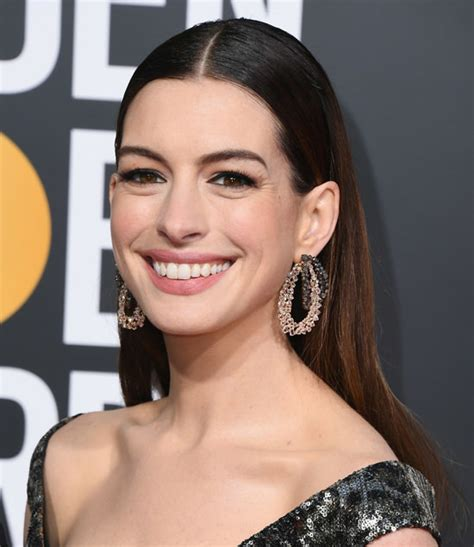 Golden Globes 2019: Anne Hathaway Sets a New Style ...