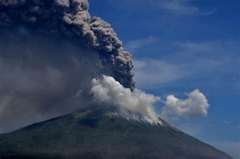 Gran erupción de un volcán en Indonesia: más de 2.700 ...