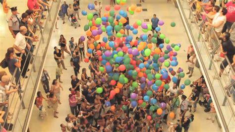 GRAN LLUVIA DE GLOBOS!!! CENTRO COMERCIAL LA BALLENA   YouTube