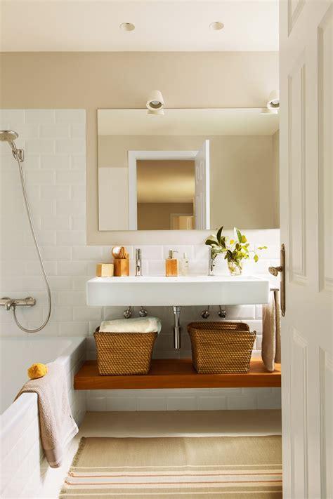 Grande pero discreto. | Baños pequeños, Aplique baño, Baño ...