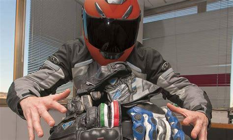 Guantes obligatorios para ir en moto, los motoristas ...