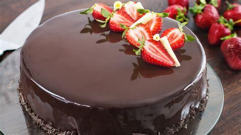 Guaranteed Strawberry Chocolate Mirror Cake Bliss