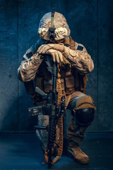 Guerra, ejército, concepto de arma. contratista militar ...