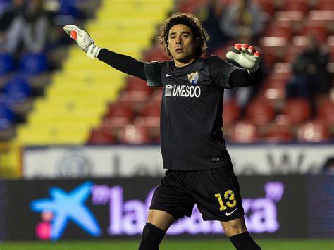 Guillermo Ochoa reaparece con Málaga
