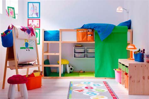 Habitación colorida para niños creativos :: Imágenes y fotos