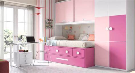 Habitación infantil moderna con muebles modulares ...