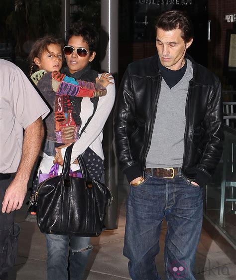 Halle Berry con su hija y su novio Olivier Martínez ...