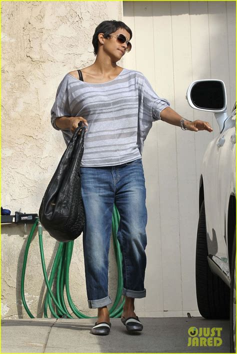 Halle Berry Flashes Her Engagement Ring In Studio City ...