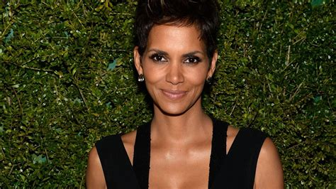 Halle Berry Joins Twitter and Instagram With a Topless ...