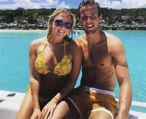Harry Kane Age Height Wife FIFA Salary Goals Biography and ...