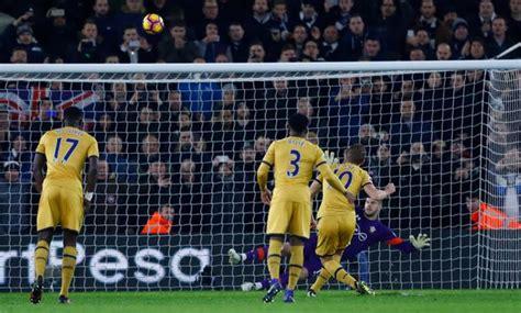 Harry Kane fires Tottenham penalty over bar after standing ...