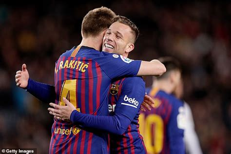 He really is Xavi 2.0 : Fans compare Arthur Melo to ...